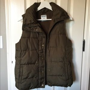 Army olive green puffy vest
